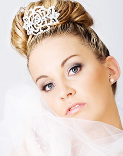 Chic wedding hairstyle with crystal hairclip and veil