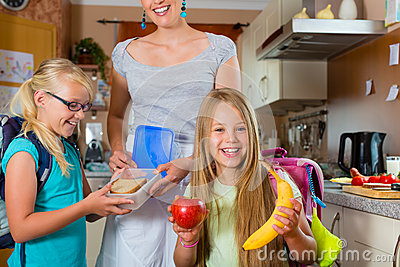 family-mother-making-breakfast-school-26622508