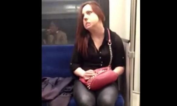halucinant-o-tanara-posedata-se-transforma-in-timp-ce-merge-cu-metroul-urmarea-este-incredibila-video-18481866